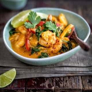 Shrimp curry with coconut milk and spinach
