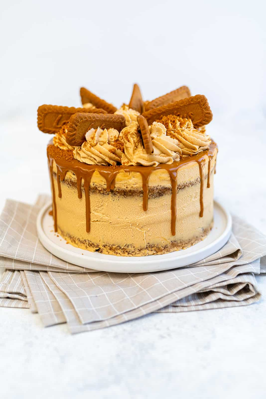Biscoff layer cake on a round plate